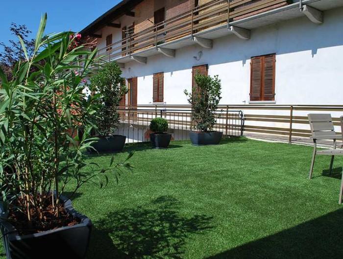 Terrazzo con erba sintetica